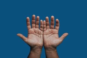 Hands_cutout_dark